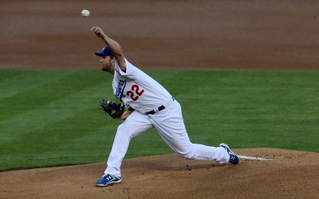 Dodgers' Clayton Kershaw Amazes Again, Shuts Down Nationals
