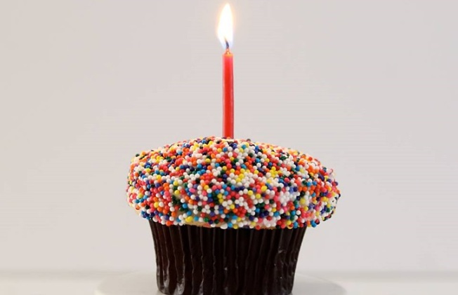 Free Cupcake: Sprinkles Turns 10