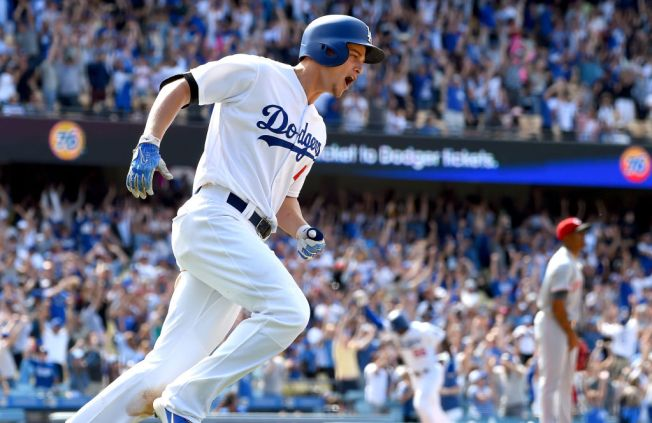 Seager gets walk-off double in Dodgers' 5-4 win over Reds