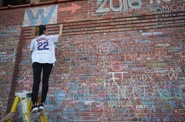 Cubs to Begin Removal of Chalk Messages on Wrigley Walls