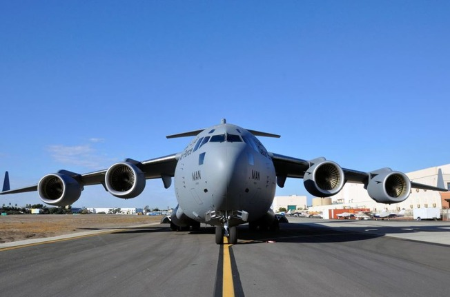 End of an Era: Last Boeing C-17 Military Transport Plane Departs from Long Beach
