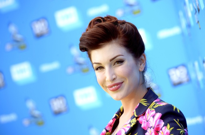 YouTube and VH1 Star Stevie Ryan Dies at 33