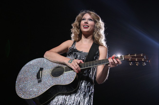 Taylor Swift & Michael Jackson Lead American Music Award Nominations