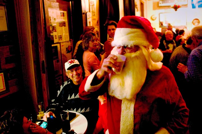 Santa Does Santa (Monica); Leads Pub Crawl