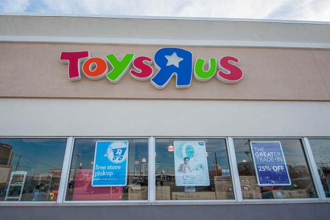 Van Nuys Toy Mogul Makes Bid for Toys R Us Stores