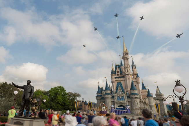 [la gallery] Theme Parks Top Thanksgiving Holiday Travel Destinations for 2017