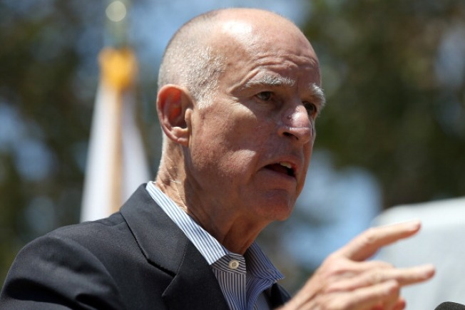 Gov. Brown Signs Law Limiting Detention of Immigrants
