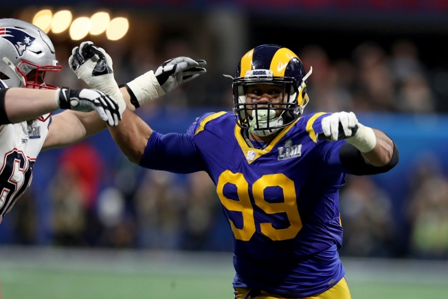 89087b228 Fake Knives Help Rams Sack Artist Aaron Donald Stay Sharp in the NFL  Offseason