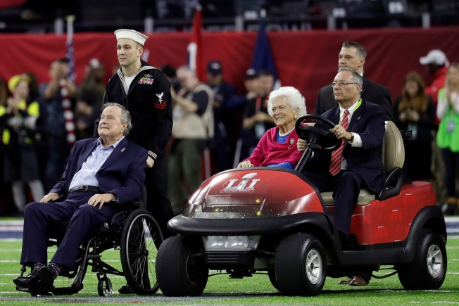 George H.W. Bush, Barbara Take Part in Super Bowl LI Coin Toss