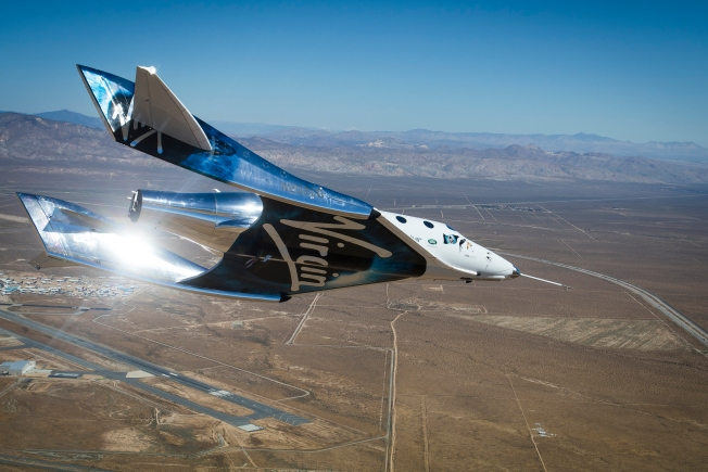 Virgin Galactic's Space Tourism Rocket Plane Nears Speed of Sound Over California Desert