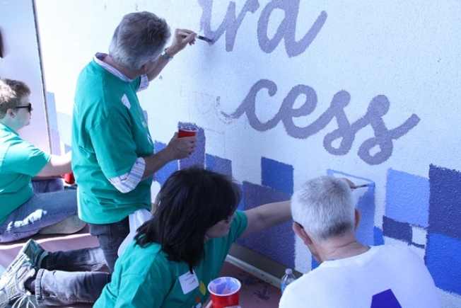 Comcast and NBCU Employees, Family and Friends Join Forces To Beautify School in South L.A. on Comcast Cares Day