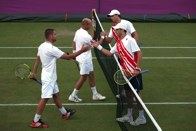 Camarillo's Bryan Brothers Advance to Olympic Tennis Doubles Quarterfinals