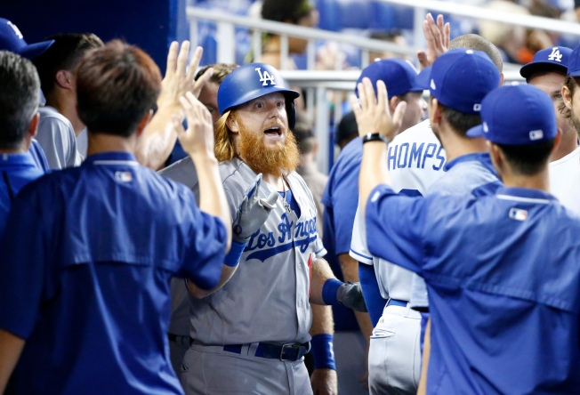Justin Turner Goes Deep as Dodgers Win 9th Straight, 3-2 Over Marlins