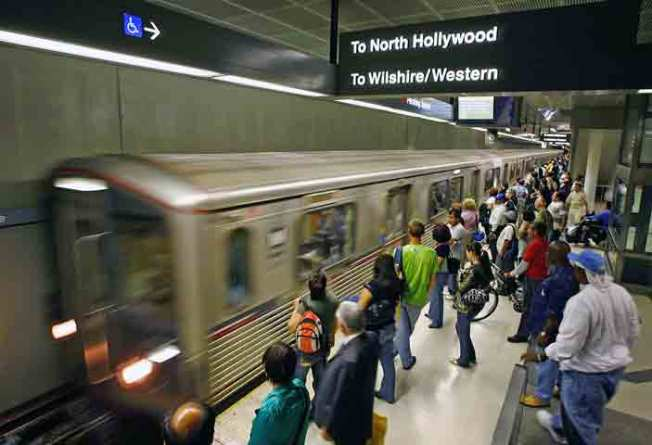 Attention Holiday Shoppers: Red Line to Run Later
