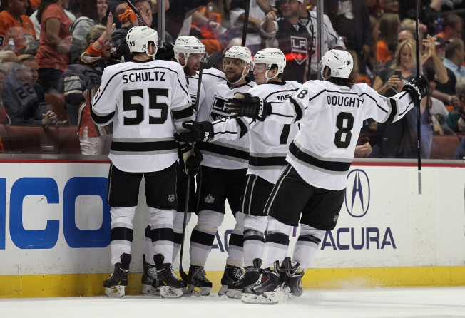 Kings Beat Ducks 6-2 in Game 7