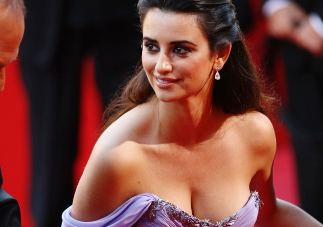 Penelope Cruz: I Enjoy Same-Sex Smooches