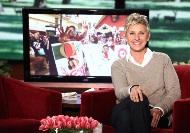 Ellen's Twitter Challenge Gets Dress-Clad Fans to The Grove