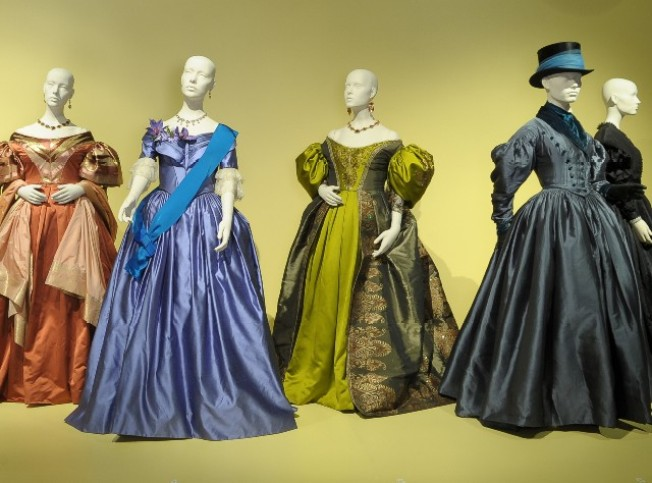 Oscar-Nominated Togs Go on View
