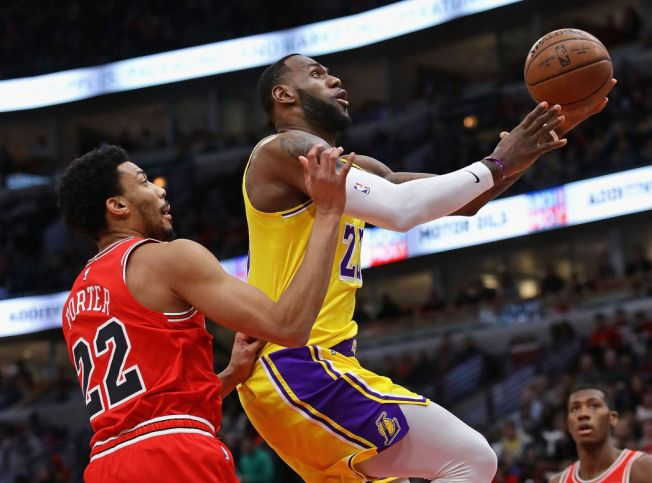 LeBron James Scores 36 as Lakers Snap 5-Game Losing Streak Against Bulls