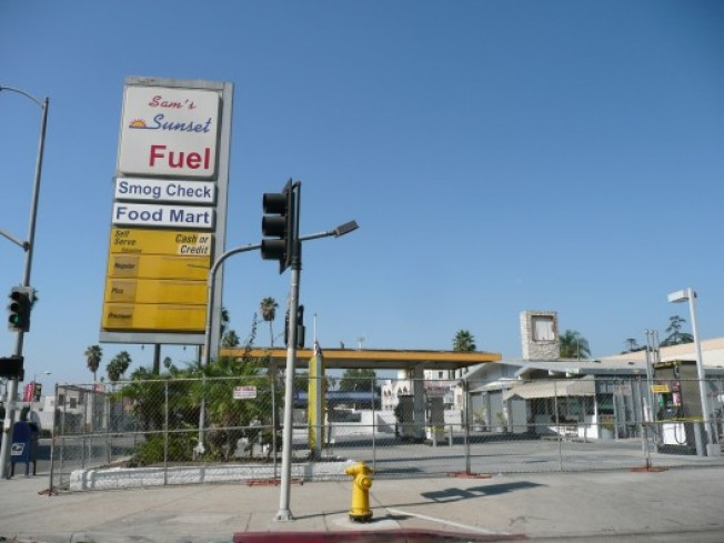 Know Your Shuttered Gas Stations: Sam's on Sunset