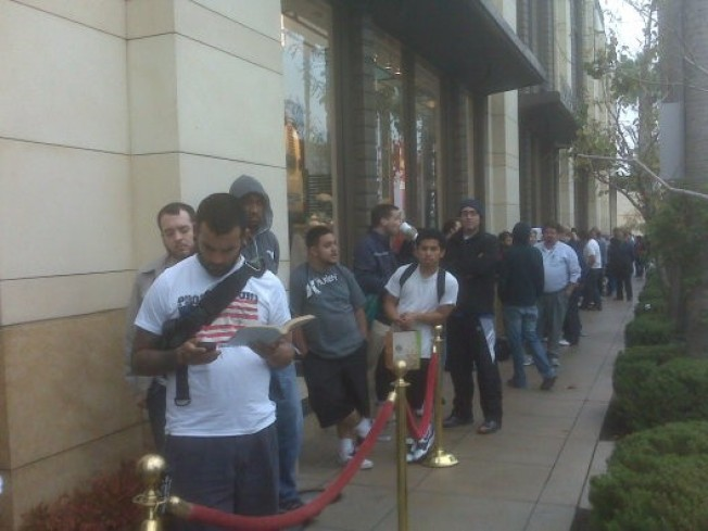 iPhrenzy: 3G S Hopefuls Camped Out at The Grove