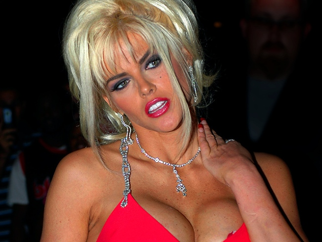 IRS: Estate of Anna Nicole Smith Owes Back Taxes
