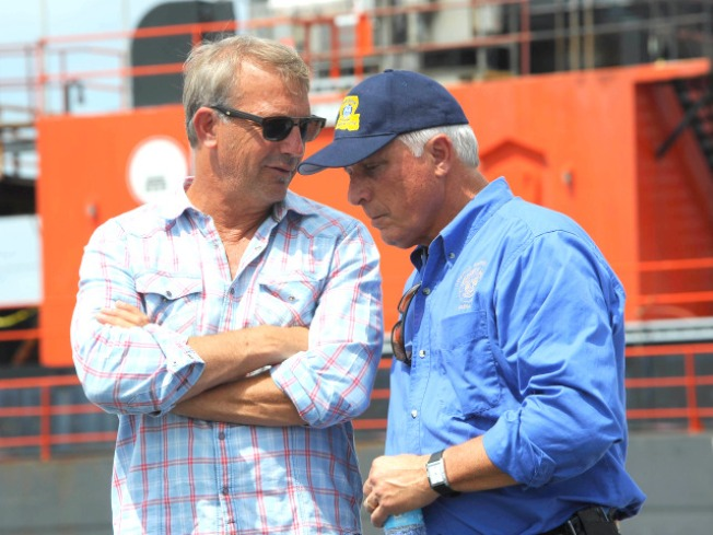 Kevin Costner Joins Gulf Coast Clean-Up Effort
