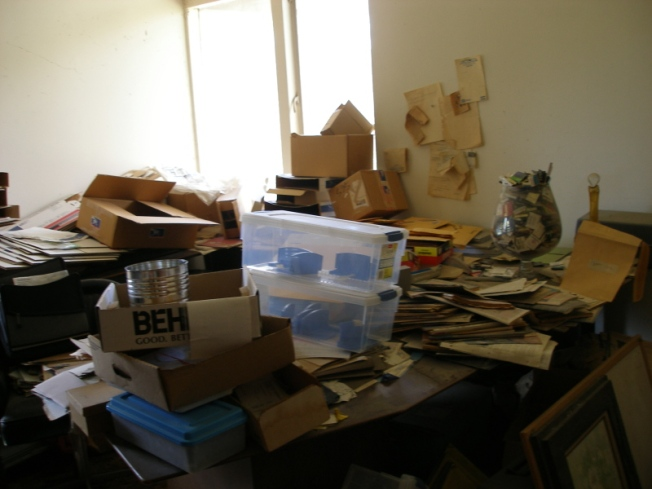 Unoccupied Oc Home Covered In Grass Trash Nbc Southern