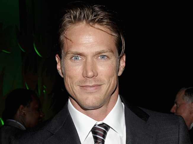 Jason Lewis Spotted On 'Sex And The City 2' Set