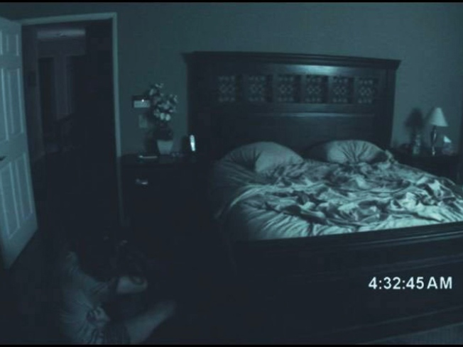 "Live Commenting ""Paranormal Activity"""
