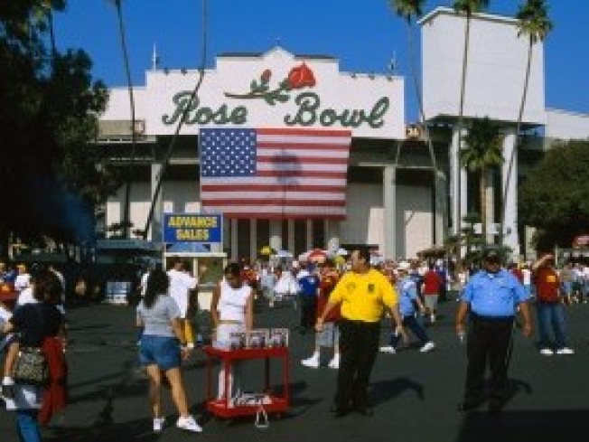 Tickets for BCS Championship at Rose Bowl on Sale Tuesday