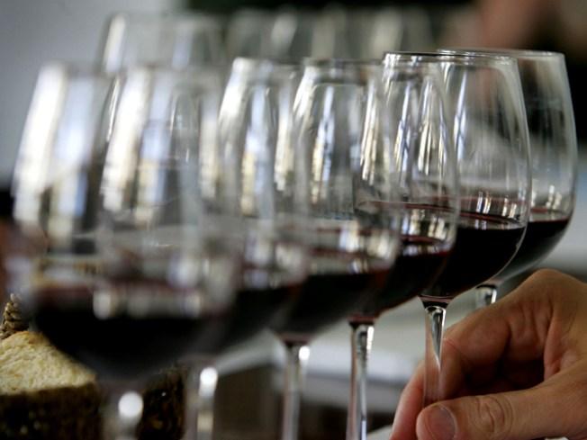 400 Pinots Pouring