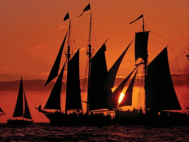 Applaud Sunset from a Tall Ship