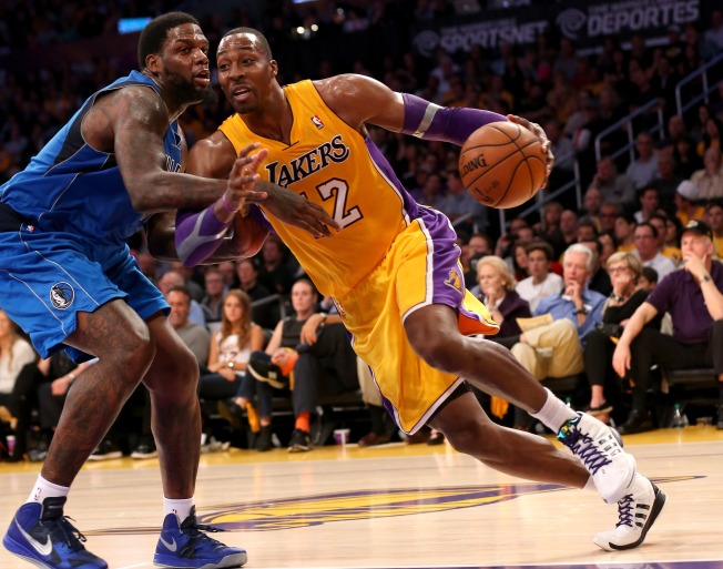 Lakers Debuts Spoiled By Mavericks Victory