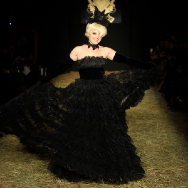 Kelly Osbourne Hits the Runway for Betsey Johnson