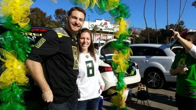 Oregon Couple Marries At Rose Bowl Tailgate Party
