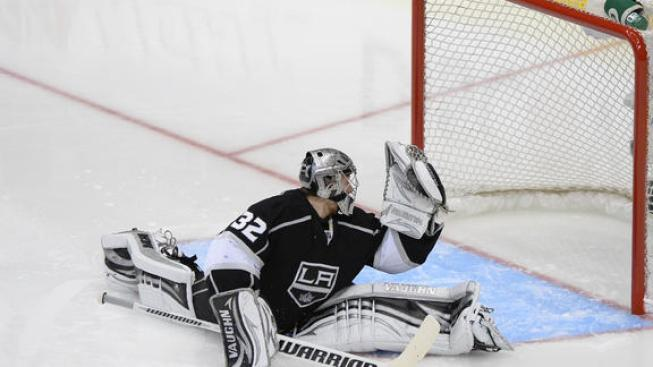 Blackhawks Comeback To Win 3-2 Over Kings