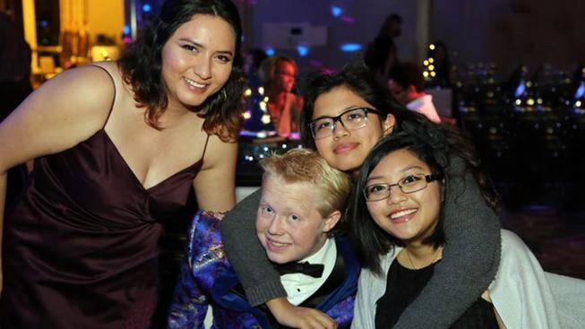 Renal Teen Prom Goes 'Glittery' in 2019