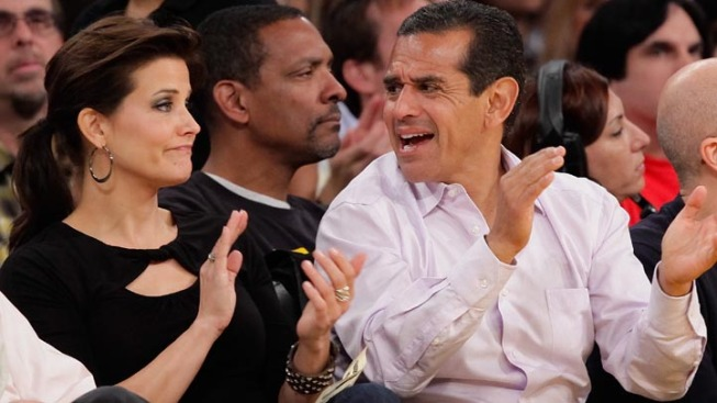 LA Mayor to Be Fined for Free Tickets: AP