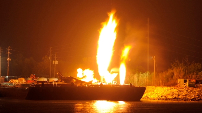 3 Badly Hurt in Ala. Fuel Barge Explosions