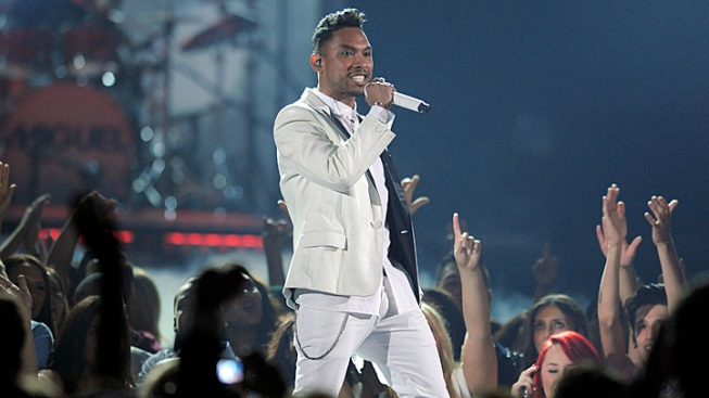 Lawyer: Miguel Inviting Lawsuit Over Fan's Injury at Billboard Music Awards