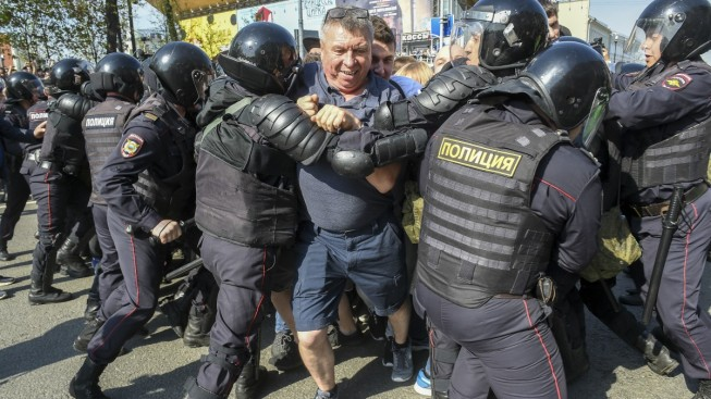 Nearly 1,600 Reported Arrested in Russian Anti-Putin Protest