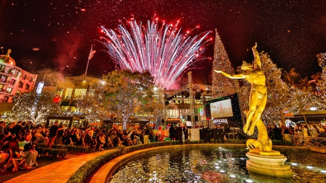The Americana's Tree Lighting, Bringing the Mega Glow