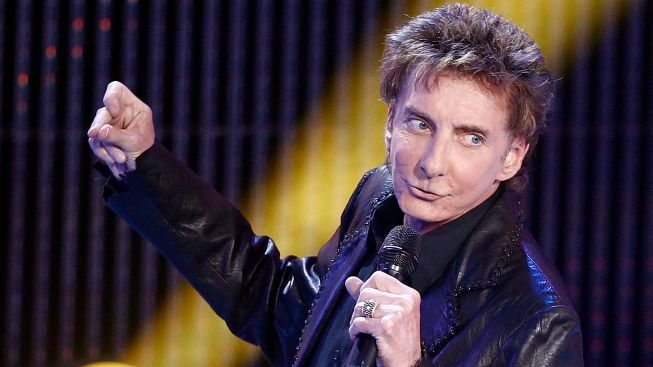 LA Live Tree Lighting: Hello, Manilow