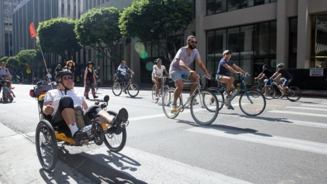 Cars Vamoose as CicLAvia Rolls for Culver City