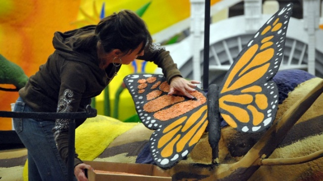 Rose Parade Float Decorating Opportunities Are Abloom