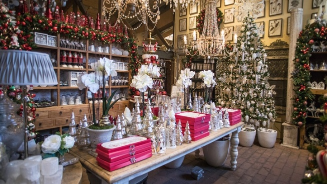Roger's Gardens: Over-the-Top Christmas Shop