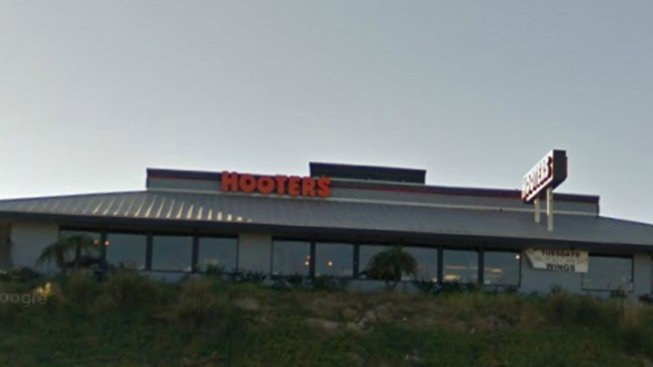 Bungling Burglars Steal Jukebox from Hooters