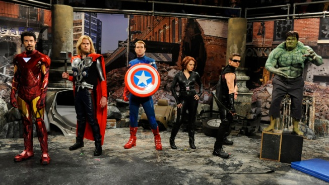 "Jeremy Renner Spoofs ""The Avengers"" and Sings on ""Saturday Night Live"""
