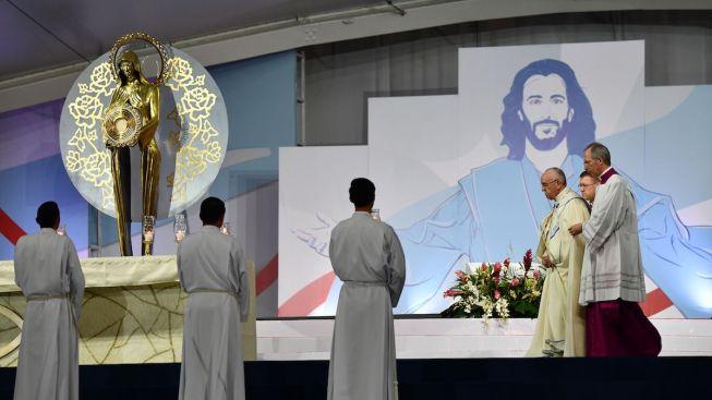 Pope Seeks Peace in Venezuela Crisis But Doesn't Pick Sides